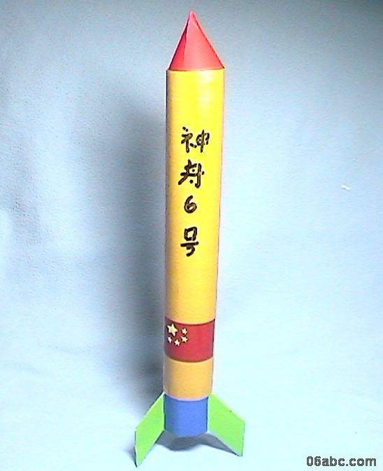 幼儿教师手工制作:塑料火箭上天