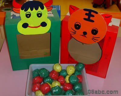 幼儿园小班操作区:喂小动物-幼儿园环境布置图片