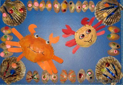 创意废旧物制作幼儿园走廊装饰画