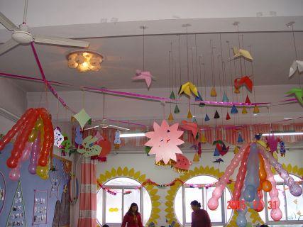 幼儿园室内吊饰:新年气球吊饰