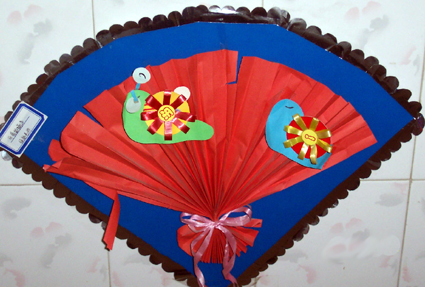 幼儿园墙面设计:彩扇