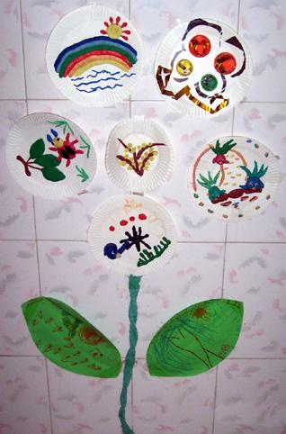 自然角7; 幼儿园环境布置墙面:创意纸盘树; 纸盘树墙面设计图片