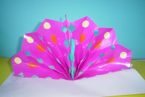 幼儿园教师手工制作:纸工孔雀