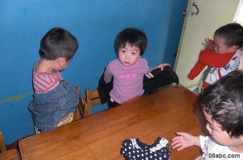 绍兴县陶堰镇中心幼儿园:小班幼儿穿衣比赛