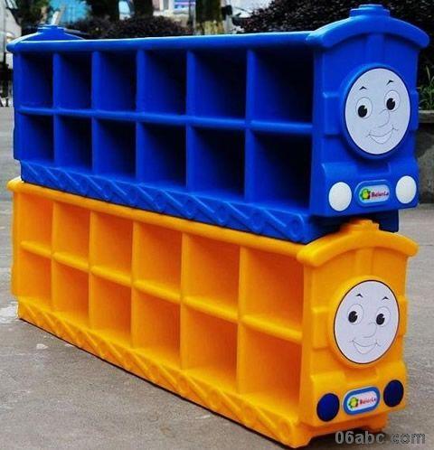 绿,桔黄,可以让宝宝从小养成好习惯,把小鞋子摆放的整整齐齐,使幼儿园