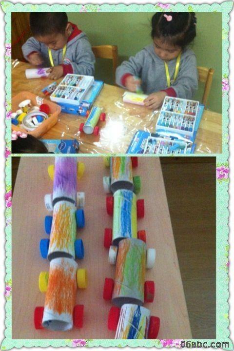 小朋友正在老师的指导下用废旧的餐巾纸筒和矿泉水瓶盖子在做小汽车.图片