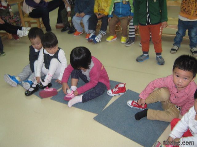 宁波市鄞州区首南金地幼儿园:托班年级组穿鞋子比赛