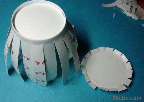 """纸杯手工作品""""灯笼""""的制作过程"""