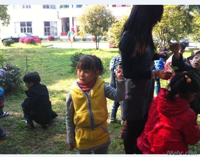 小孩子植树简笔画彩色