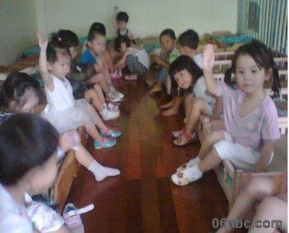 江南幼儿园穿鞋子比赛报道