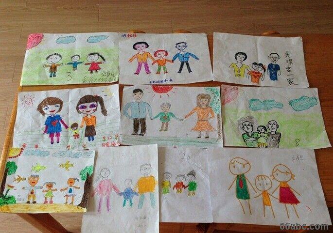 第二天很多孩子都把作品带过来了,还有个别小朋友跟我说:老师,这个是我爸爸、妈妈、还有奶奶 ,还有的小朋友跑过来说:老师,我的爸爸妈妈最爱我啦,这是我们一起画的,漂亮不?我相信通过此次活动,让幼儿感受到了浓浓的亲情,真正体验到幸福一家人的感觉!