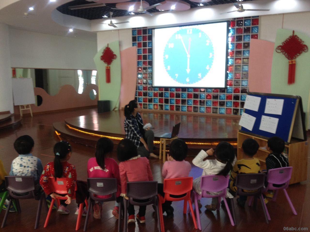 木头人的游戏是孩子们熟悉并喜爱的