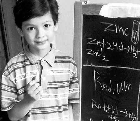 新加坡大学拒招7岁化学神童称不忍心拔苗助长