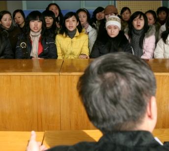 合同工和正式工同工不同酬 31名武昌幼師討說法
