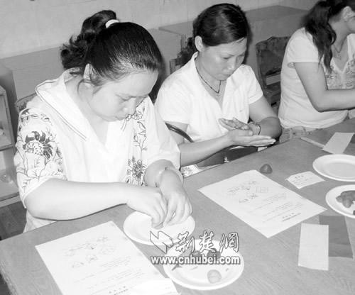 武汉市幼儿园新学期开园 三千保育员需持证上岗