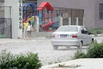 四百米扬尘路呛坏幼儿园 孩子室外活动成难题