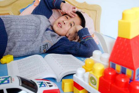 [热点报道]10岁大学生张炘炀课本和玩具如影随形(组图)