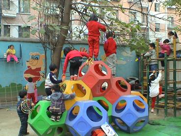 幼儿园环境布置:室外环境6