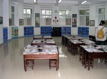 幼儿园活动区布置:美工区(公共美术室)
