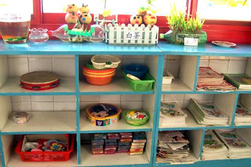 幼儿园环境布置图片:科学区(水养植物 土养植物)
