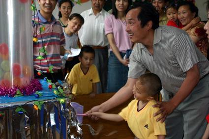 幼儿教师玩教具制作:彩球升空