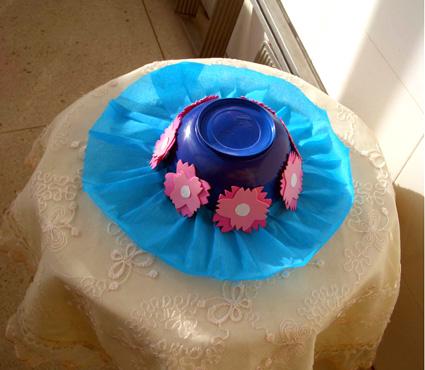 :美丽的塑料盒帽子
