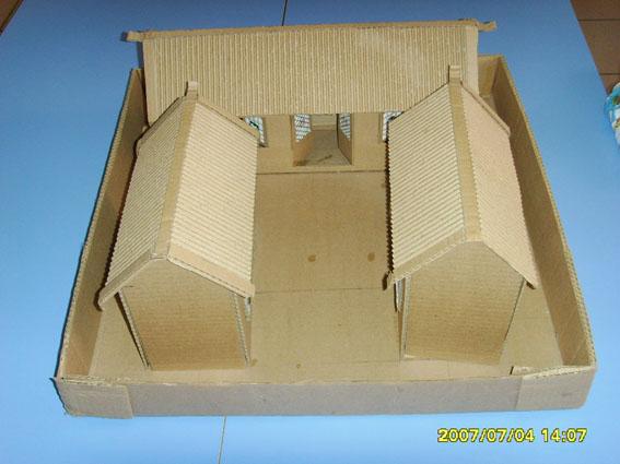 环保手工制作:房子; 幼儿手工制作图片:纸盒房子2; 瓦楞纸箱 盒