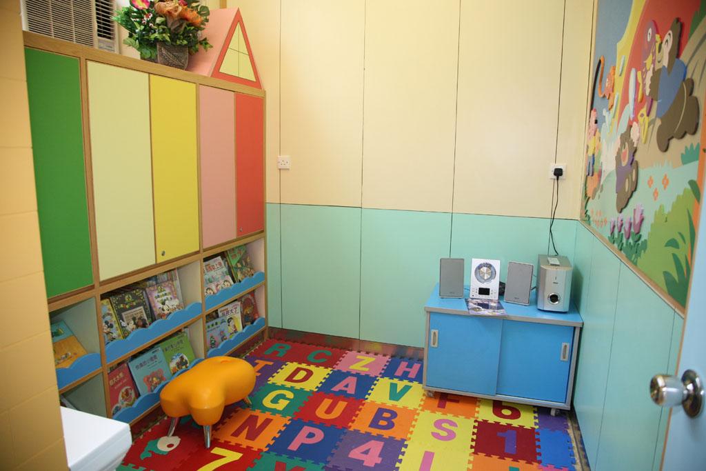 幼儿园环境布置:图书室2