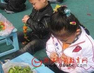 """临浦幼儿:别开生面 """"蔬菜串珠乐"""""""