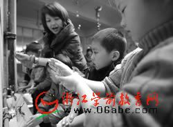 江北区大闸幼儿园:辅导幼儿正确洗手防甲流