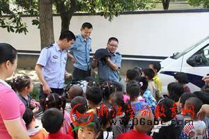 龙翔中心幼儿园:派出所里当当小民警