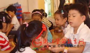 大成实验幼儿园:新学期 大带小
