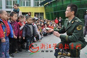 """嘉兴:消防牵手200名幼儿 """"快乐消防""""进幼儿园"""