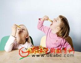育儿知识电子书下载(word):揭秘中美两国家长如何教育孩子吃饭