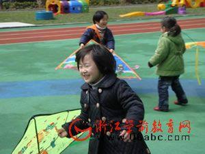 文华幼:三月三 风筝飞满天