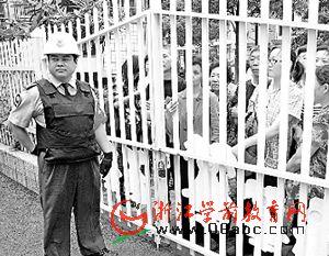 防刺服、防割手套 新华幼儿园保安从头武装到脚