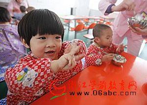 我国首个儿童福利周启动 推广儿童福利仍缺共识