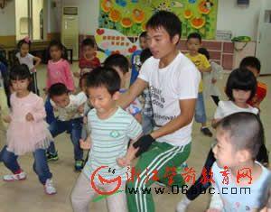 让中华武术走进幼儿园的课堂 朝晖五幼引进武术男教师